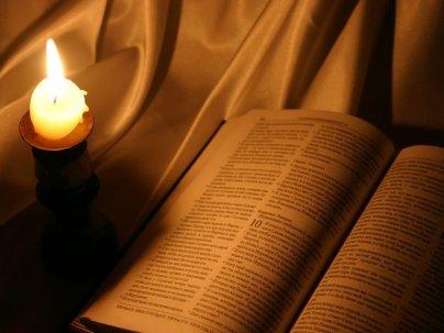 biblia-gyertyas7461833989629881732.jpg